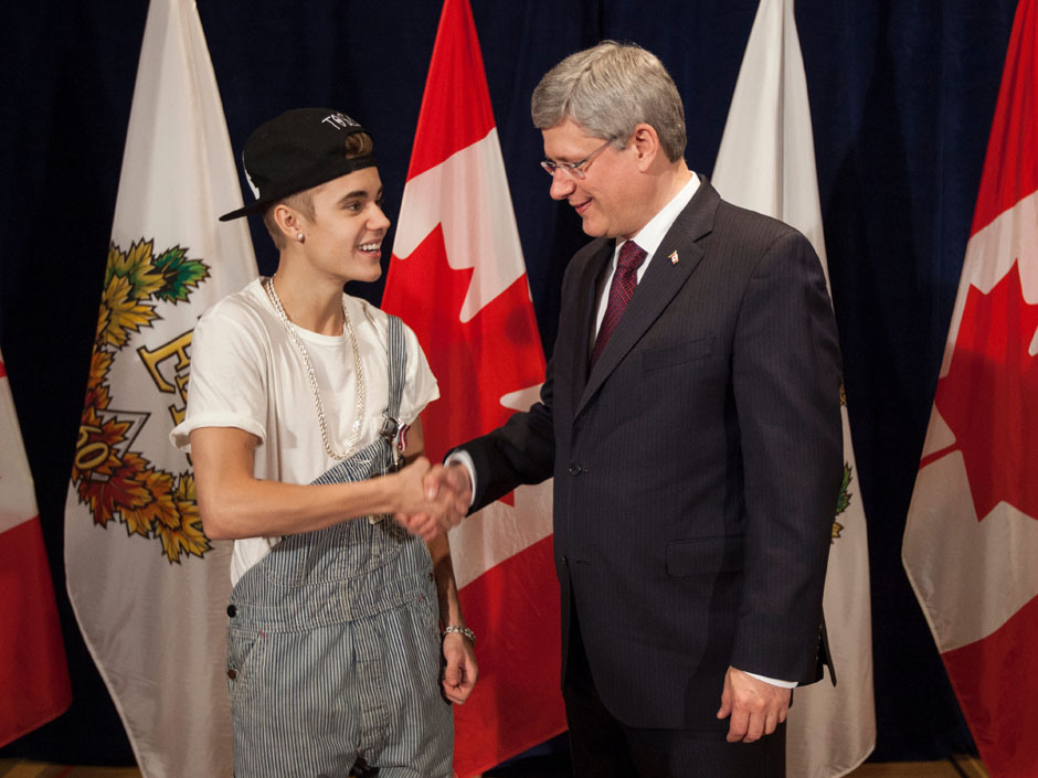 Prime Minister Stephen Harper was happy to present Justin Bieber with a Diamond Jubilee Medal on Friday, November 23, 2012 (PM Stephen Harper's Photostream/Flickr)